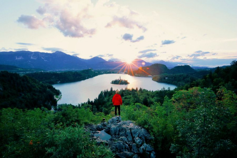 MALA F009921 lake bled lookout 1 photo l